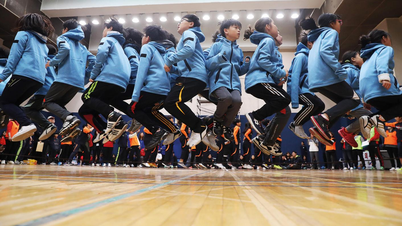Natural Born Learners – South Korean pupils in gym class