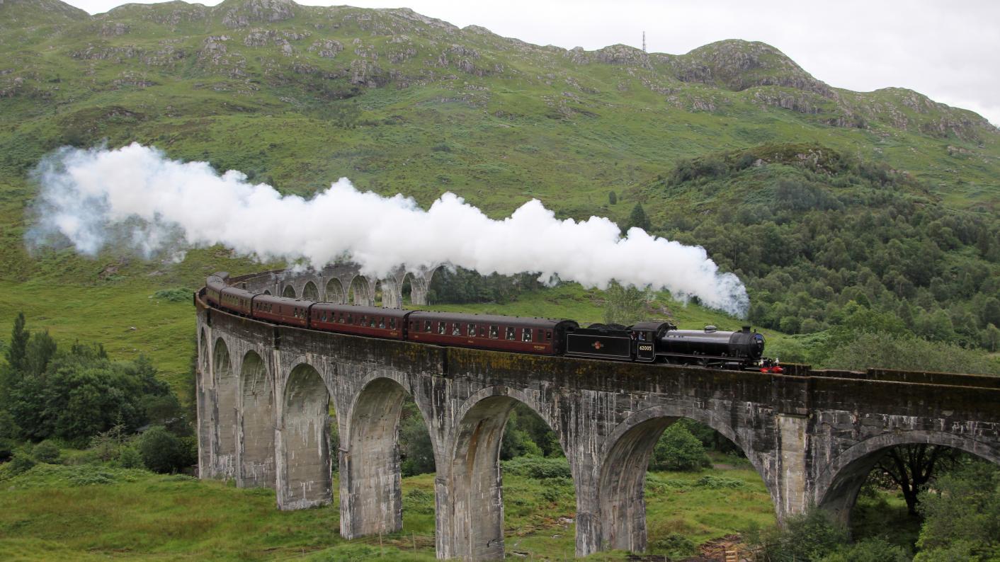 Hogwarts_Train_Boarding_Schools