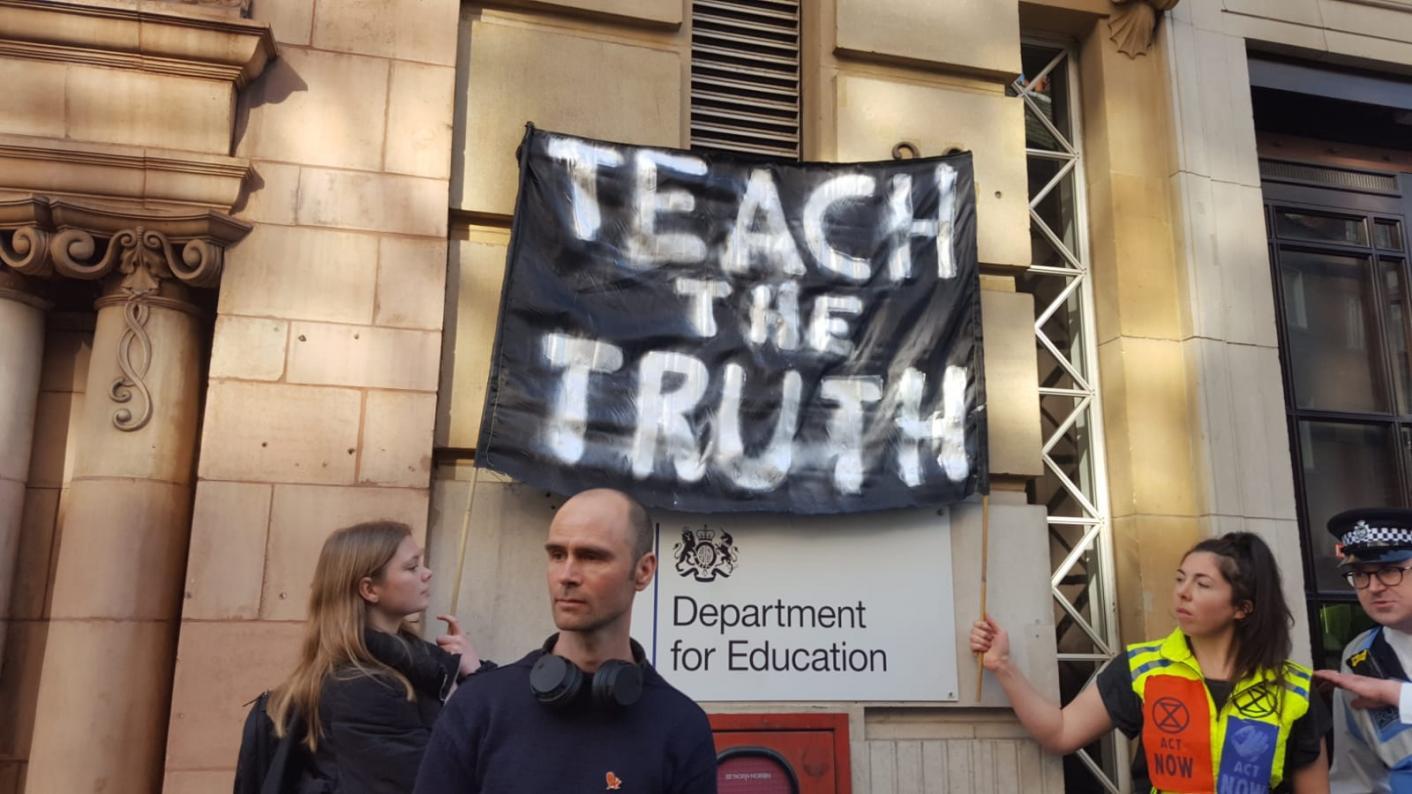 Extinction rebellion, teachers, climate change, protest