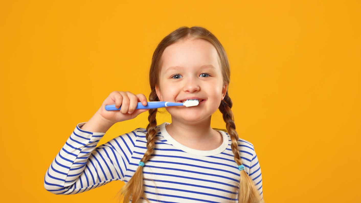Schools in the capital should host supervised tooth-brushing sessions to improve children's dental health, says London Assembly Health Committee