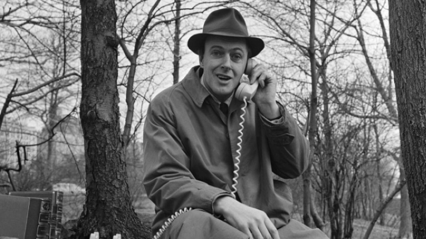 The Author Roald Dahl Thinking About Writing, Matilda,fantastic Mr Fox,enormous Crocodile,the Twits,the Magic Finger,james & The Giant Peach,georges Marvellous Medicine,charlie & The Chocolate Factory