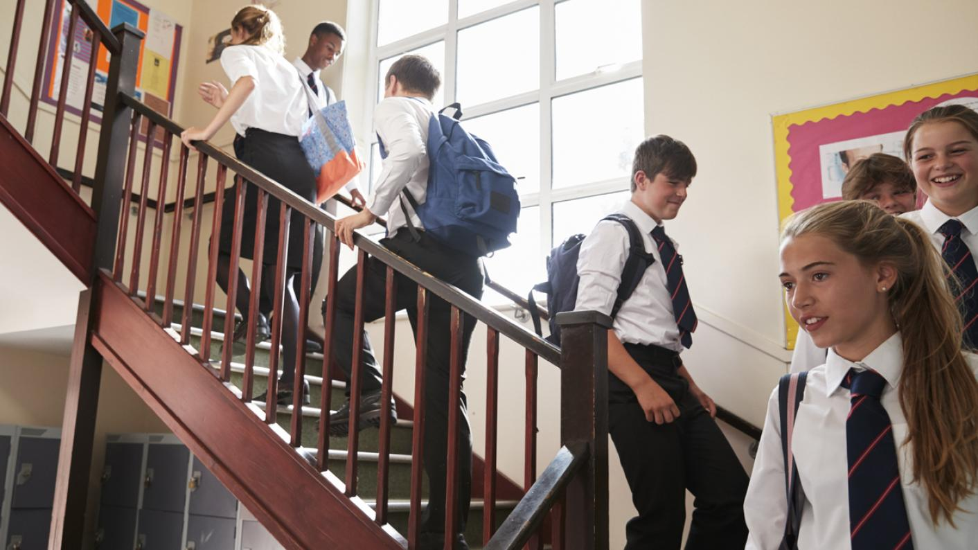 Covid: Secondary school absence grows to 1 in 10 students